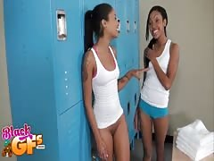 Two Ebony Cheerleaders are fucking with white guy in lockers