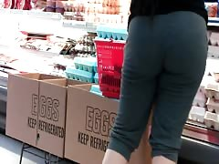 Round Ass Feeling Cold At The SuperMarket +Bonus Booty